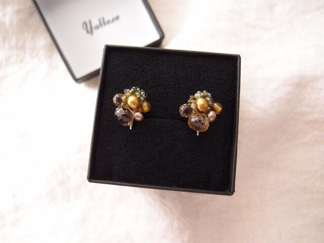 【天然石の刺繍イヤリング】 tourmaline × champagne quartz × yellowopalの画像1枚目