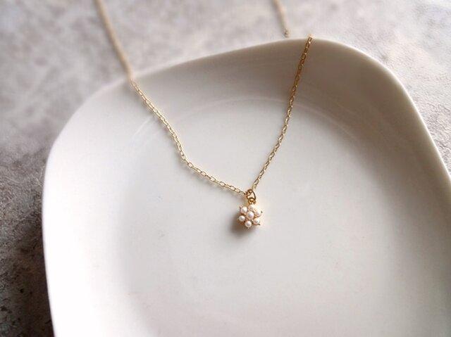 Necklace■小さなパールの花の画像1枚目
