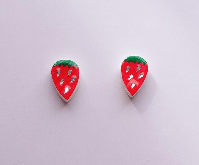 小さな苺ちゃんピアス/イヤリングの画像1枚目