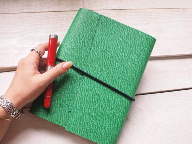 ★本革 A5手帳カバー 元気なグリーンで切り口は自然なものの画像1枚目