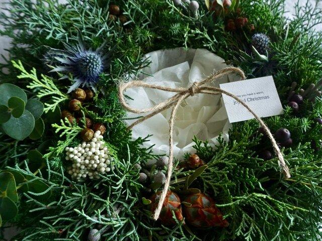 受注製作:冬の夜を演出するフローティングベース付きクリスマスリースの画像1枚目