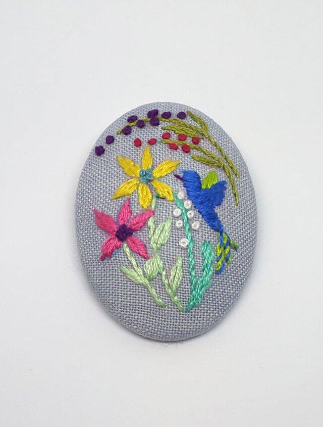 刺繍ブローチ・ことりとお花 (グレー)の画像1枚目
