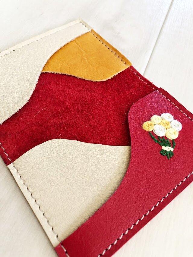 ワンポイント刺繍 カードケース 本革 レッド 刺しゅう バラの花束 名刺入れ パスケースの画像1枚目