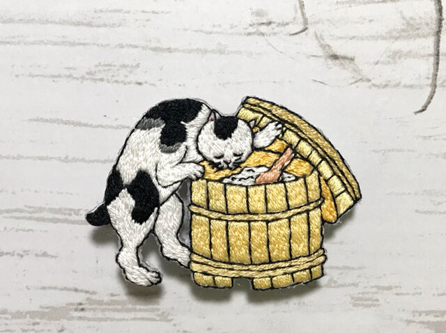 手刺繍浮世絵ブローチ*歌川国利「ねこ尽」よりの画像1枚目