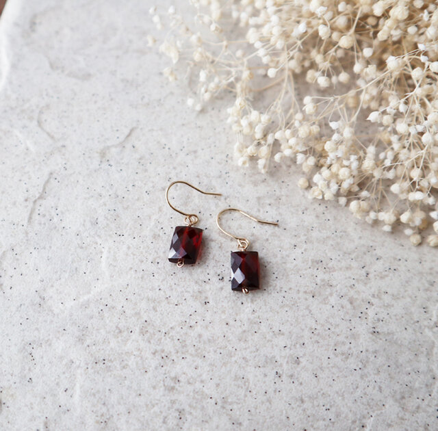 【K18】宝石質モザンビーク産ガーネットの一粒ピアス*1月誕生石の画像1枚目