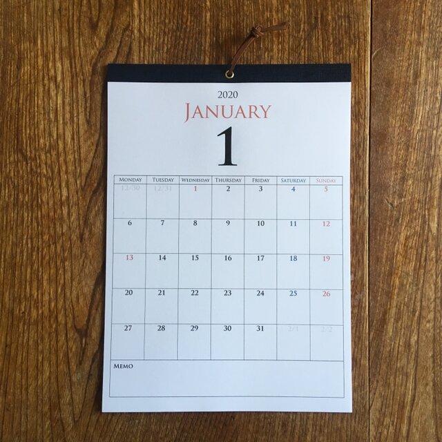 *2020年1月始まり 壁掛けカレンダー*【厚口上質紙/白色/A4/ネイビーテープ/切取式】の画像1枚目