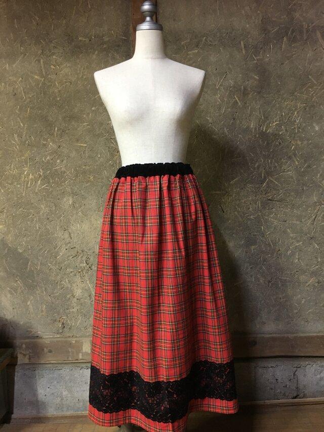 赤タータンチェックのスカートの画像1枚目