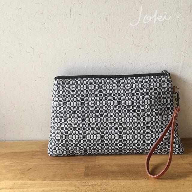 pouch[手織り台形ポーチ] ブラックの画像1枚目