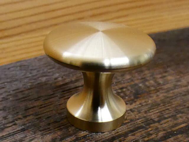Φ24㎜ 真鍮無垢 アンティーク  Sharpツマミ /  引き出しや扉の取っ手、カントリー家具等に。の画像1枚目