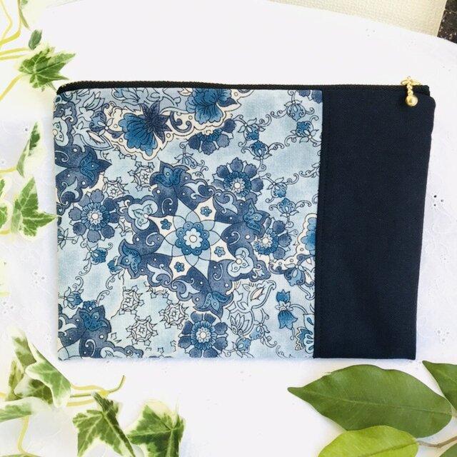 ぺたんこポーチ トルコタイルの様な柄×紺色の画像1枚目