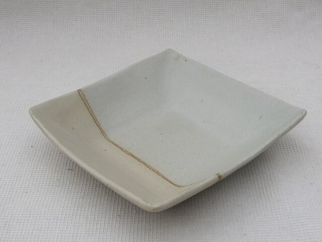 チタン釉の角皿の画像1枚目
