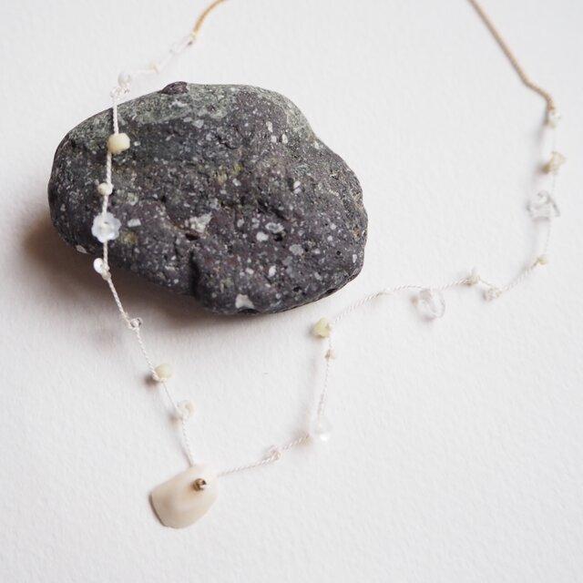 White silk necklaceの画像1枚目