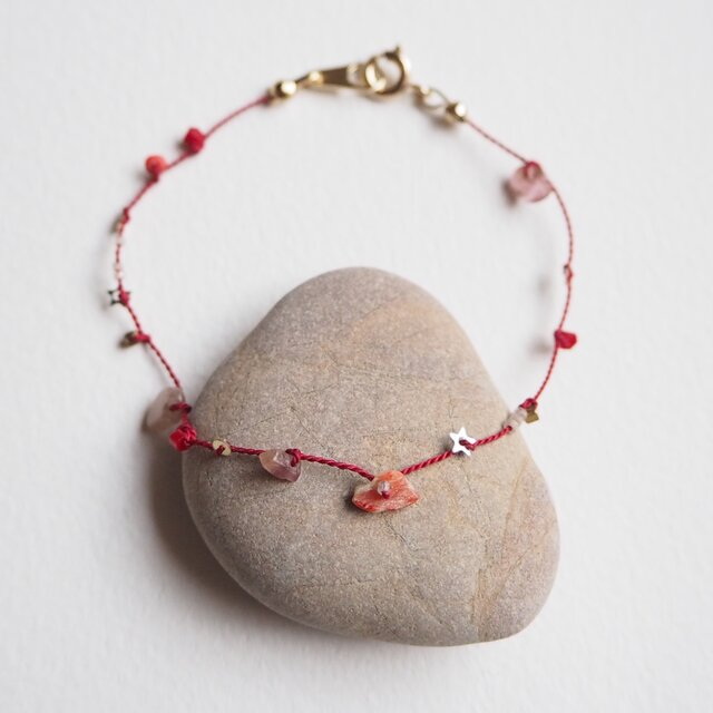 Red silk braceletの画像1枚目