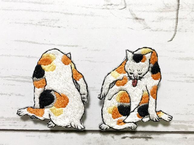手刺繍浮世絵ブローチ*歌川芳藤「猫尽両めん合」よりの画像1枚目