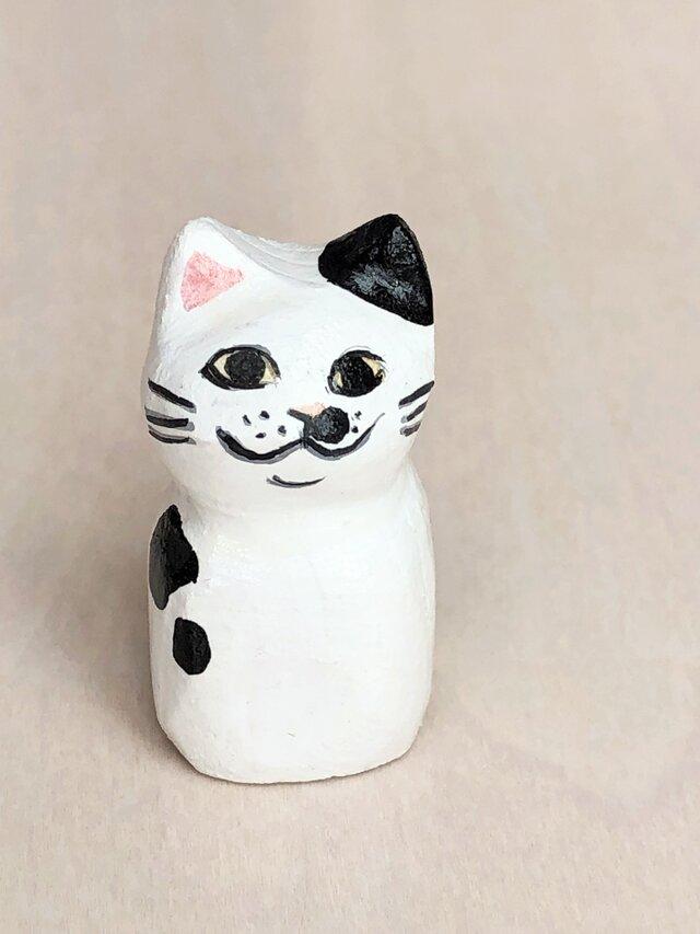 木彫り猫 小さな黒ぶち猫の画像1枚目