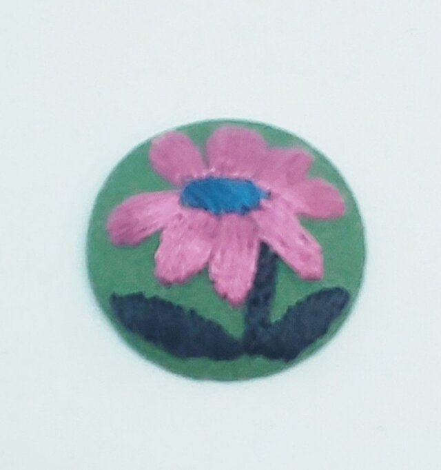 刺繍ブローチ・小さいお花の画像1枚目