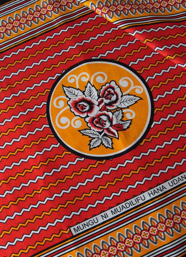アフリカ布『カンガ』スカーレット フラワーの画像1枚目
