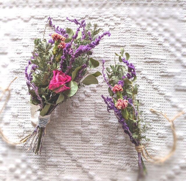 自家栽培ハーブのユーカリとミモザとバラの、冬を感じるミニフラワースワッグセットの画像1枚目