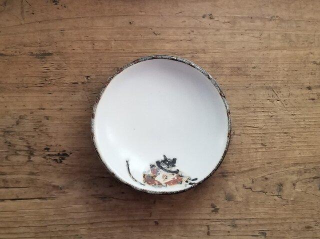 小皿no.39 ネコ(ひざを抱える)の画像1枚目
