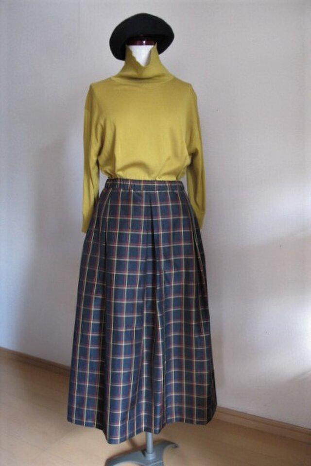 チェックのソフトプリーツスカートの画像1枚目