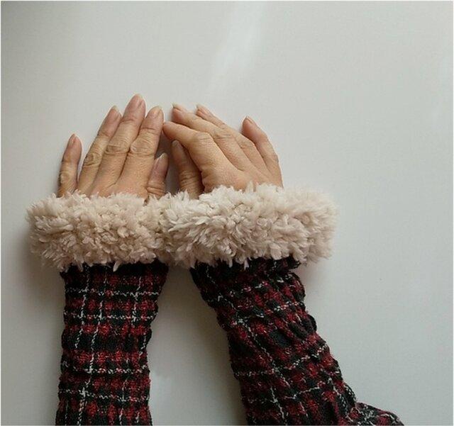 手織り フィットするカシミヤ タータンチェックアームウォーマー*ファー付の画像1枚目