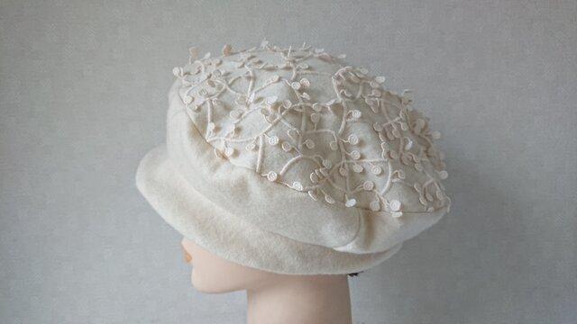 魅せる帽子☆軽やか♪ウールニットのベレー風クロッシュ~オフホワイトの画像1枚目