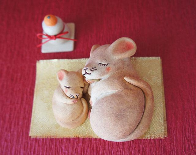 【陶器の丸まるねずみの親子+鏡餅】の画像1枚目