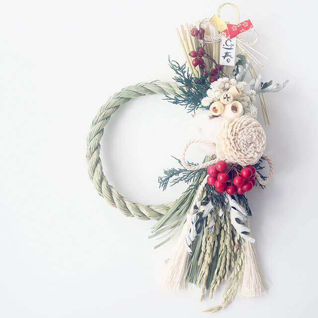 ボタニカルなバラと木の実のしめ縄飾り(オフホワイト)お正月飾り しめ縄リース ドライフラワーの画像1枚目