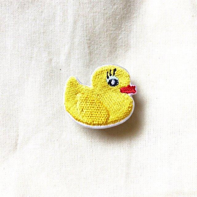 刺繍ブローチ 「アヒルのおもちゃ」の画像1枚目