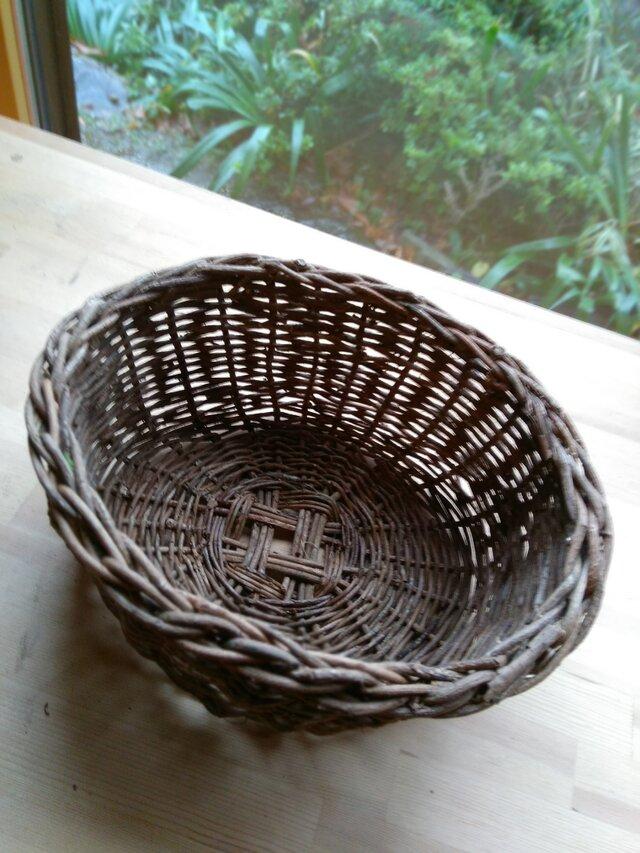 那須の山のアケビ蔓で編んだ花かご・物入れ【10】楕円形の画像1枚目