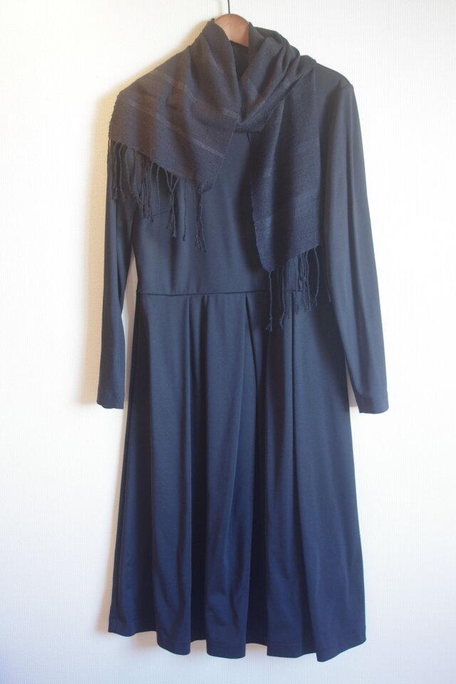黒 薄手のシルク・ブラック 手織りマフラー  の画像1枚目