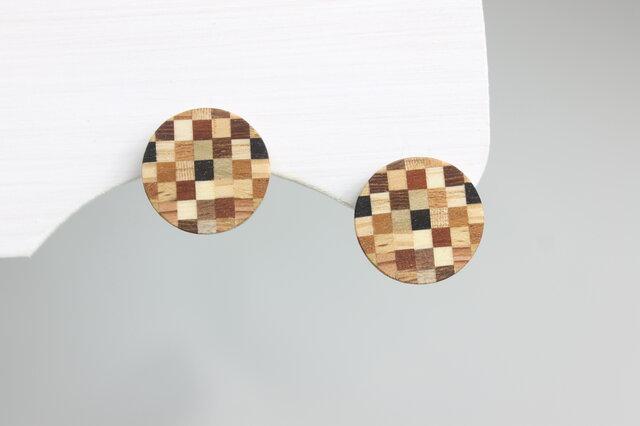 寄木のチェックプレートピアス・イヤリングの画像1枚目