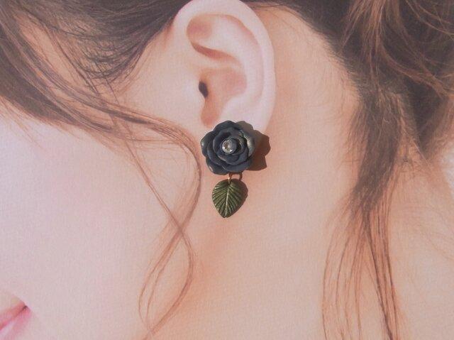 2Weyピアス 薔薇&葉っぱ揺れる イヤリング[送料無料]深青ゴールド[071]の画像1枚目