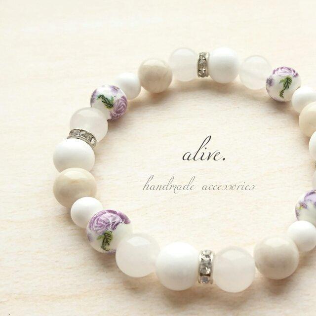 天然石ブレスレット010 大人 すみれ 紫 シンプル 白 花 プレゼント 春 誕生日 ベージュ シルバー ファッションの画像1枚目