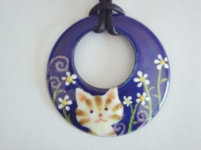 七宝ペンダント お花大好き縞猫ちゃんの画像1枚目