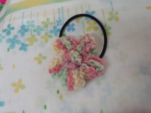 【手縫い屋】編み編み花ヘアゴム☆パステルカラー混ざり毛糸☆ウール100%の画像1枚目