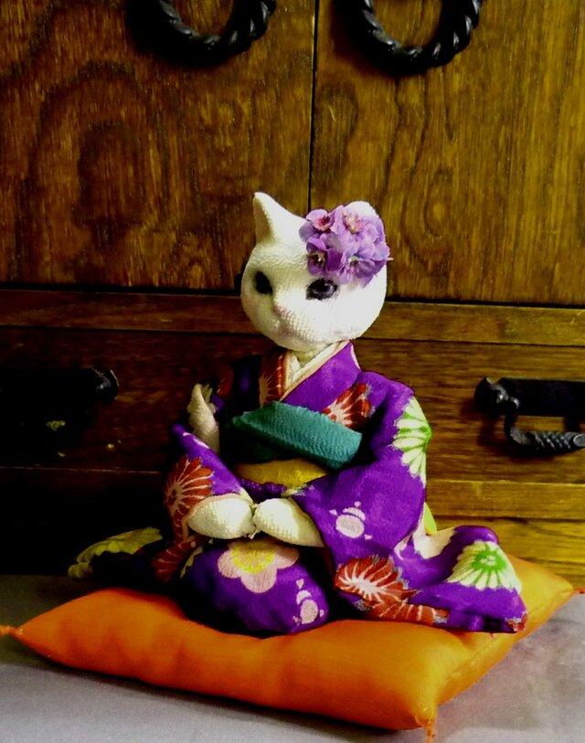紫の振袖に紫の花簪でおめかしの猫のお嬢さん 紅絹の座布団付の画像1枚目