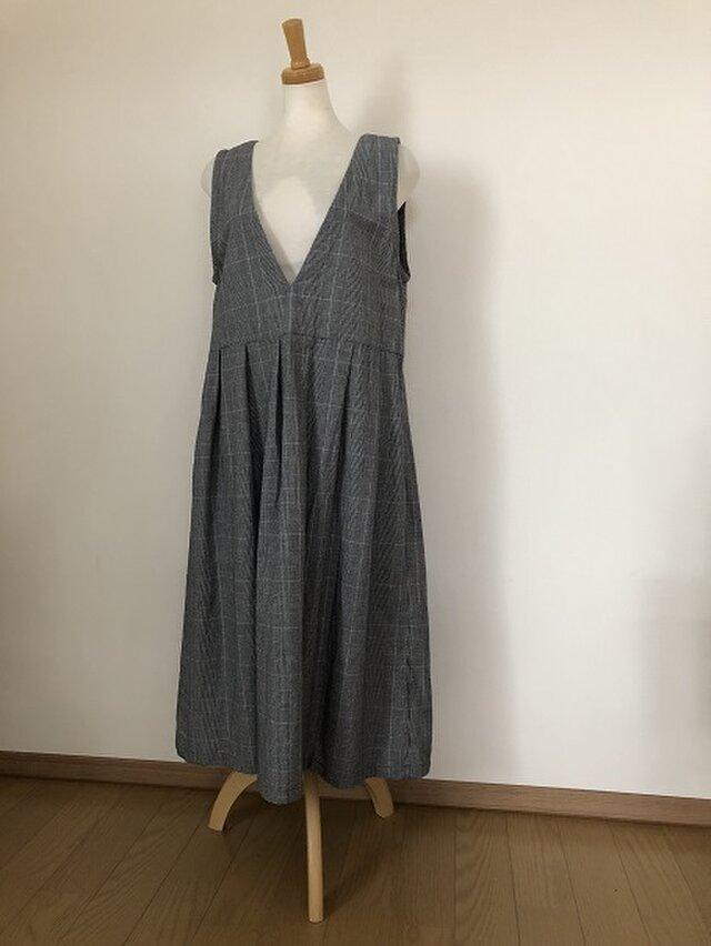 VネックのジャンバースカートM~Lの画像1枚目