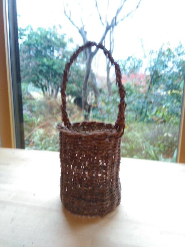 那須の山のアケビ蔓で編んだ花かご【11】とって有りの画像1枚目