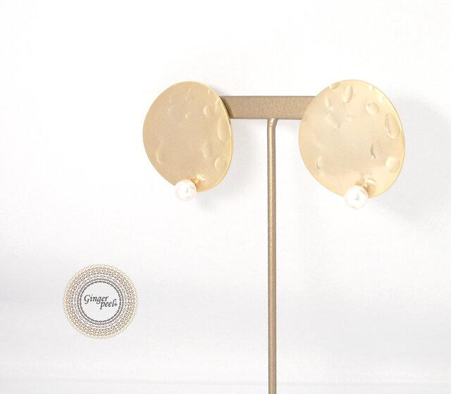 イヤリング[Crater on a pearl/Gold moon]の画像1枚目