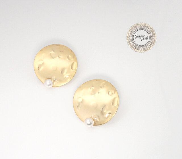 ピアス[Crater on a pearl/Gold moon]の画像1枚目