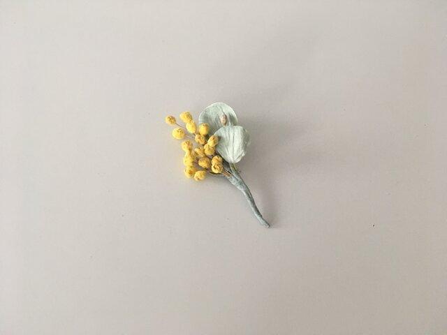 小さい布花コサージュ ミモザと丸葉/Bの画像1枚目