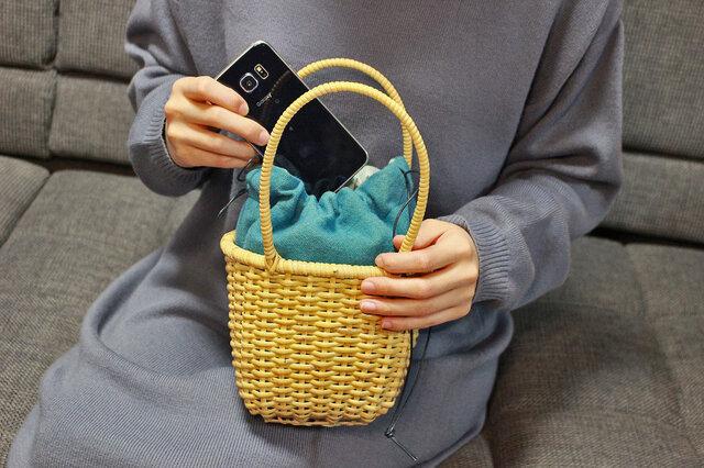 皮籐の小さなかごバッグ(内袋/ブルー)の画像1枚目