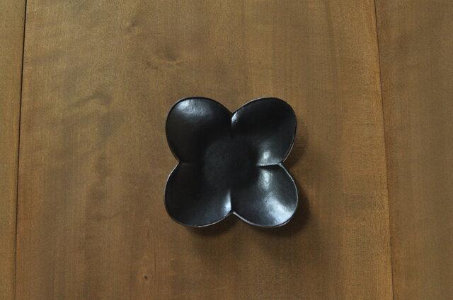 輪花皿やまぶき/黒の画像1枚目