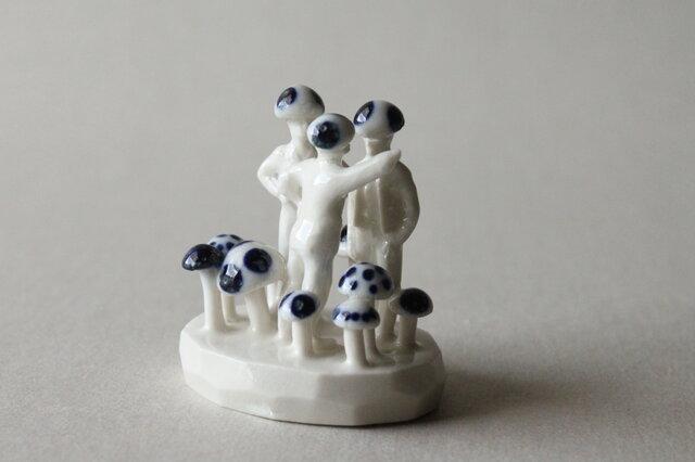 小さなヒトのオブジェ 7 (ケンカ売るキノコ、売られるキノコ)の画像1枚目