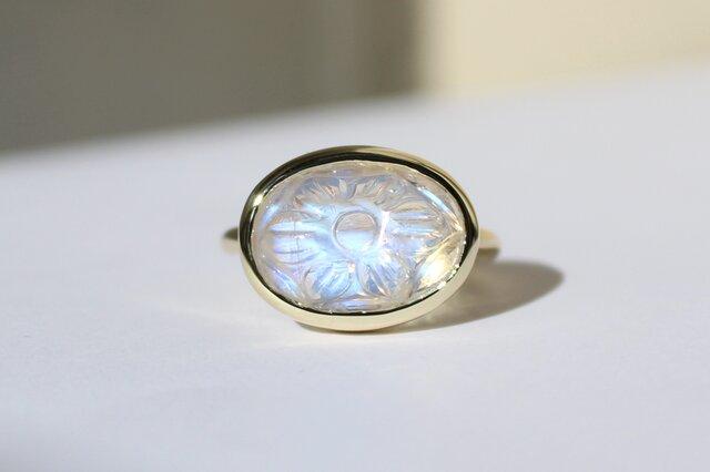 Royal Blue Moonstone Carving Ring / K10YGの画像1枚目