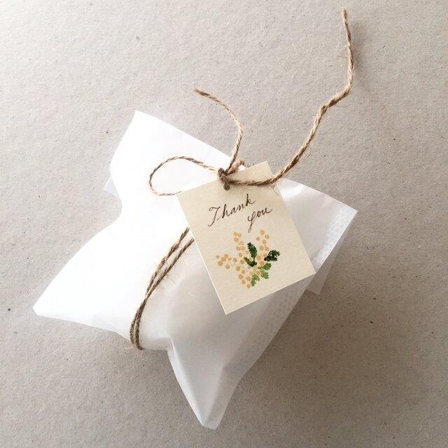 小さなミモザのメッセージカード タグの画像1枚目