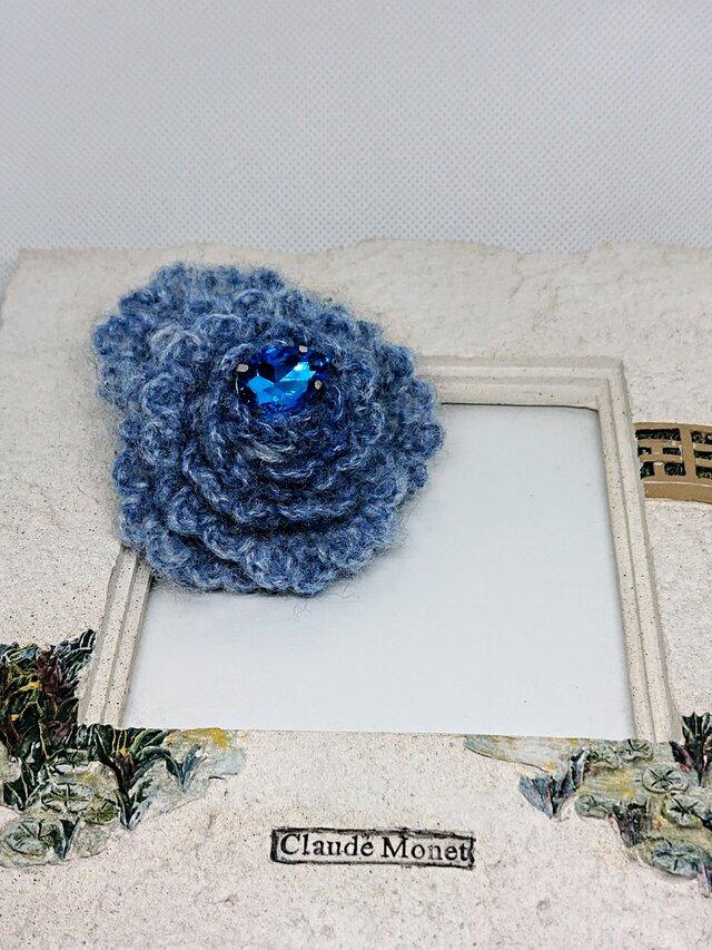 ふわもこ青の薔薇・冬のブローチの画像1枚目