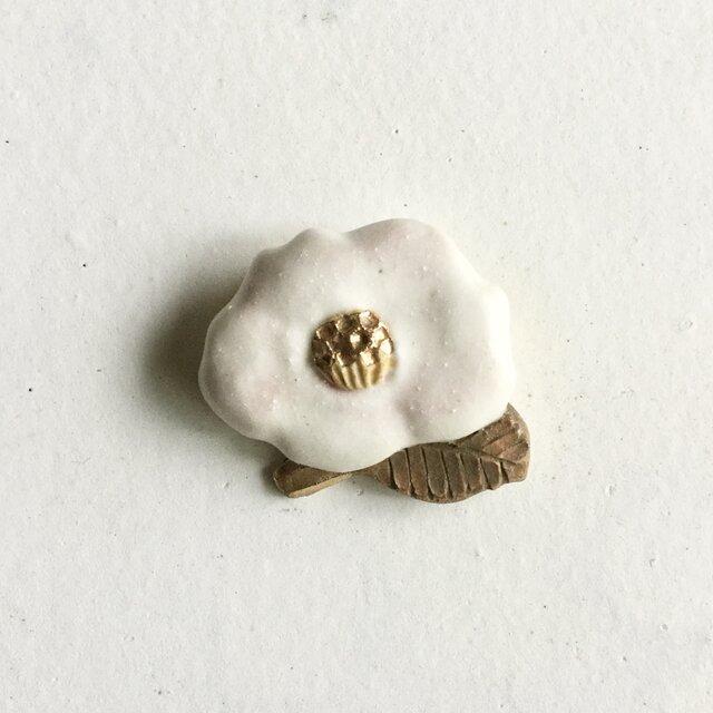 陶ブローチ 椿:春風の画像1枚目