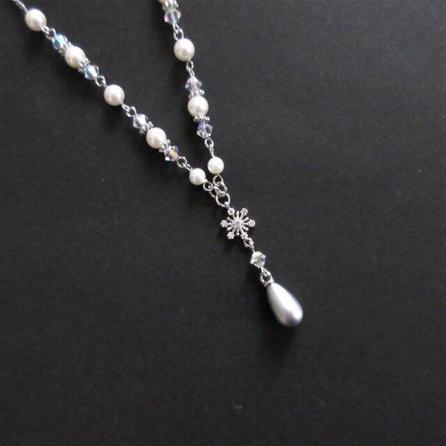 雪の結晶とスワロフスキーのY字ネックレス(受注制作)の画像1枚目